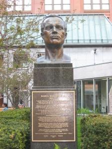 Monumento a Raoul Wallenberg. Montreal Centro. Escultor Paul Lancz (Fotografía Sylvia Arce)