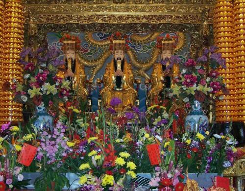GUARDIÁN: EN Taiwán, la Deidad Ma-Tsu y sus dos ayudantes,
