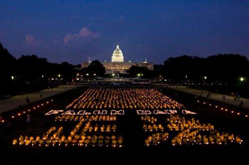 Tributo en Washington DC a los practicantes de Falun Gong muertos durante diez años de persecución (julio 2009)
