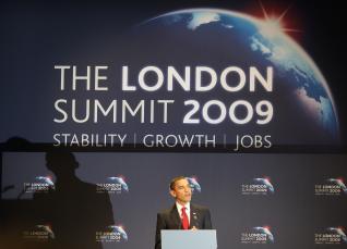 El presidente de los Estados Unidos Barack Obama en la Cumbre del G20 en abril del 2009, Londres, discutiendo las medidas para atacar la crisis financiera global.(Peter Macdiarmid/Getty Images)