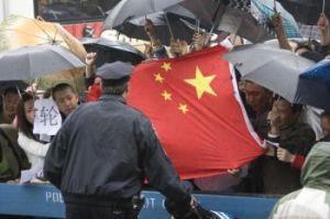 Simpatizantes del Partido Comunista Chino manipulados por la campaña de propaganda en contra de los practicantes de Falun Gong