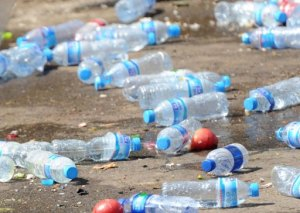 Botellas de agua (AFP/ Archivo-Goh Chai Hin)