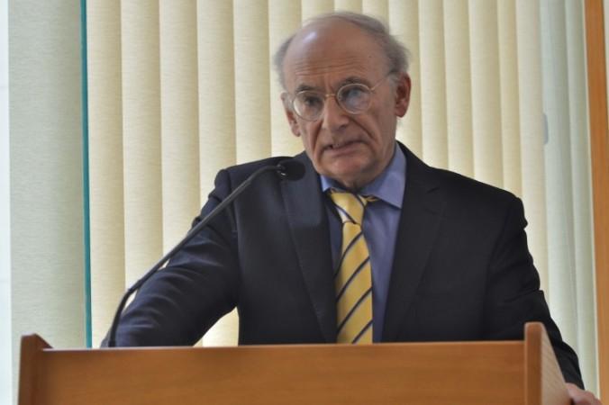 El candidato al Premio Nobel de la Paz, David Matas, habla en la presentación en Australia de su último libro Órganos de Estado: abuso de trasplantes en China. (Sonya Bryskine/ The Epoch Times)