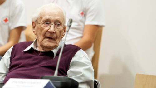 Oskar Gröning durante la sesión de su juicio este miércoles, en Lüneburg. (Foto: REUTERS)