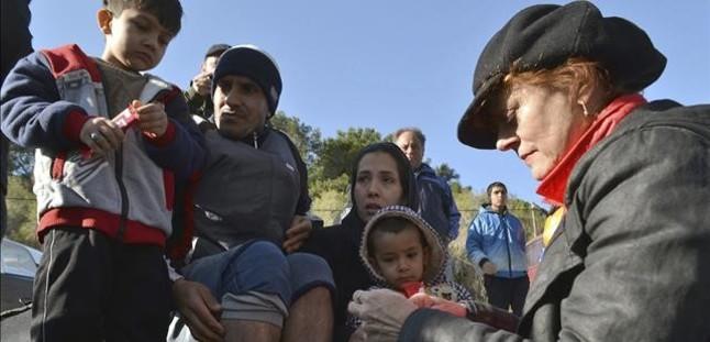 SUSAN SARANDON VISITA LA ISLA LESBOS PARA AYUDAR EN LA RECEPCION DE REFUGIADOS