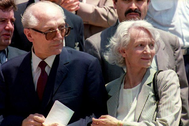 160506215316_margot_se_reencontr_con_erich_honecker_en_1993_despus_de_qu_624x415_afp_nocredit