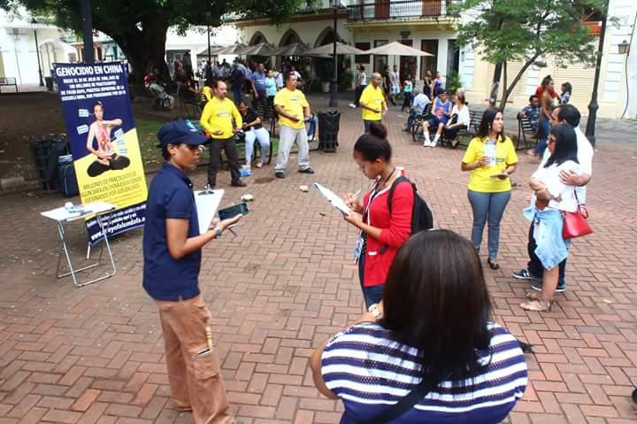 Practicantes de Falun Dafa clarifican la verdad sobre la persecución que el régimen chino lleva a cabo contra las personas que lo practican. Foto; Porfirio Fernández.