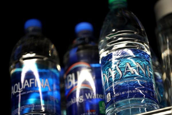 plastic-bottled-water-600x400